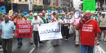 Manifestación de afectados por la preferentes Foto: Raúl Fernández