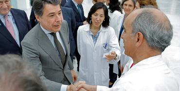 Ignacio González en un centro hospitalario