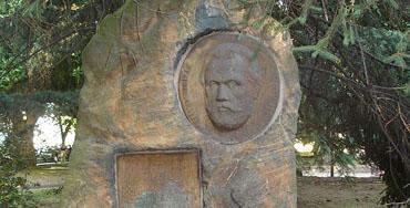 Monolito en memoria de Pablo Iglesias en Ferrol
