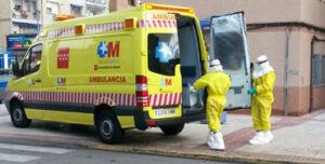 Ambulancia ante el aviso de un posible caso de ébola en Madrid - Foto: Álvaro Fernández