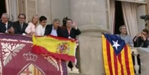 Guerra de banderas en el Ayuntamiento de Barcelona