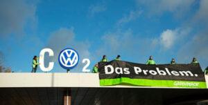Activictas de Greenpeace en la sede de Volkswagen - Foto: @Greenpeace