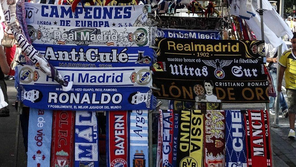 Puesto bufandas Bernabéu