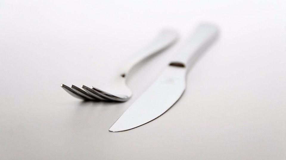 Tenedor cuchillo comida mesa