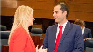 Cristina Cifuentes, presidenta de la Comunidad de Madrid e Ignacio Aguado, portavoz de Ciudadanos en la Asamblea de Madrid