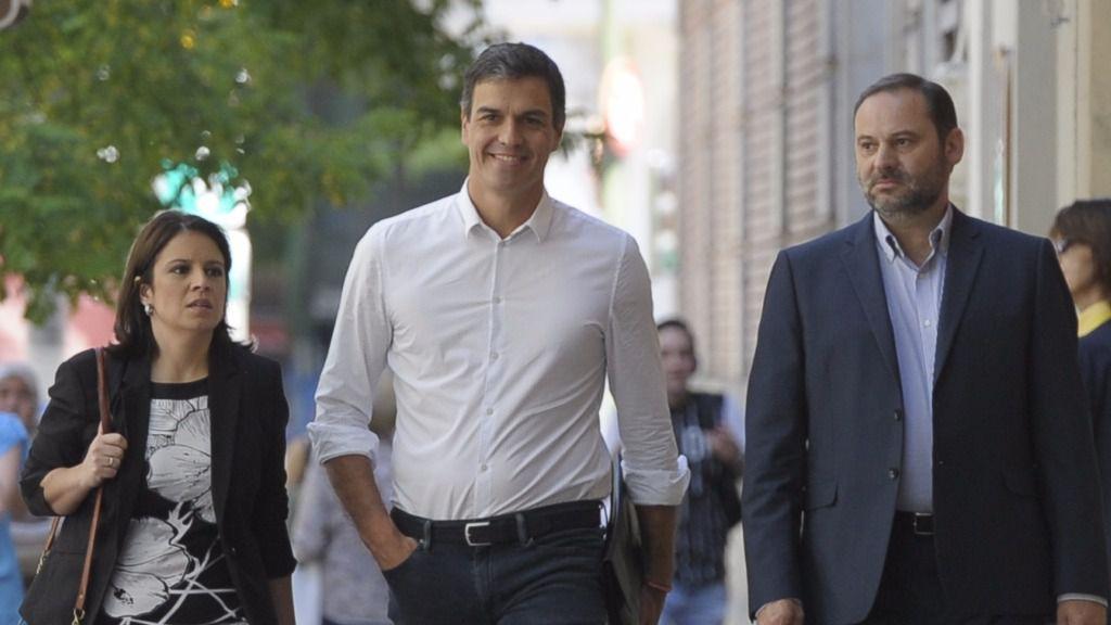 Pedro Sánchez junto a Adriana Lastra y José Luis Ábalos