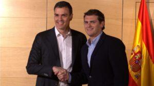 Pedro Sánchez, secretario general del PSOE con Albert Rivera, presidente de Ciudadanos