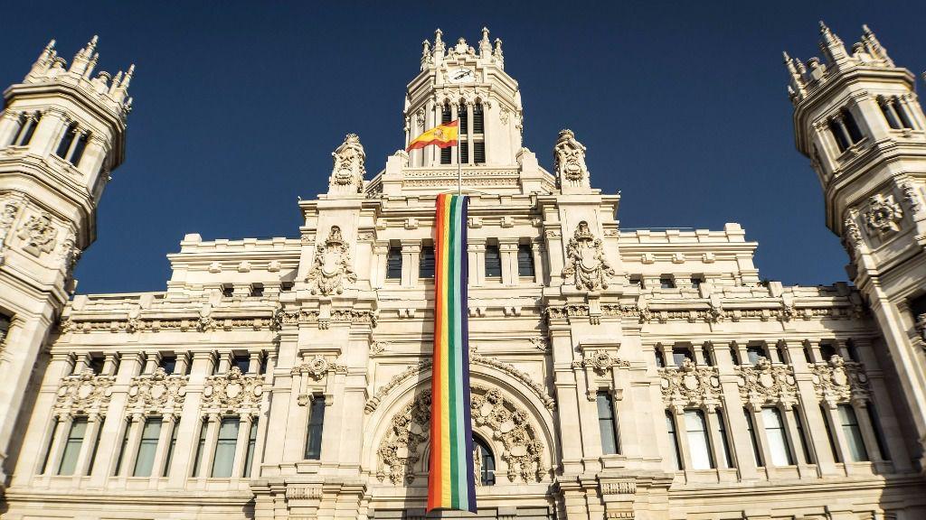 Ayuntamiento de Madrid bandera orgullo gay