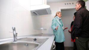 Cristina Cifuentes, presidenta de la Comunidad de Madrid en la entrega de viviendas sociales
