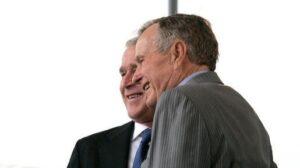George W. Bush con su padre George H.W. Bush