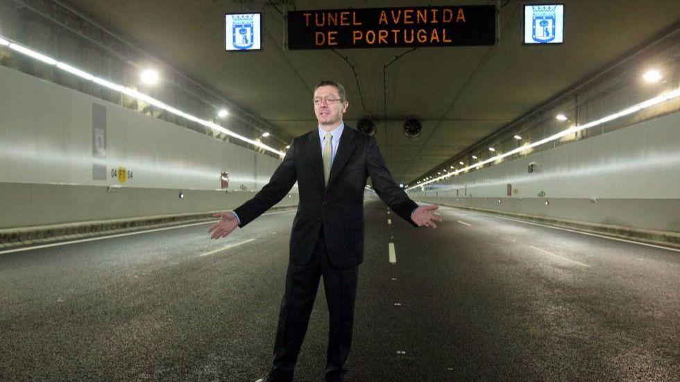 El exalcalde Alberto Ruíz- Gallardón en la inauguración de un túnel de la M30.