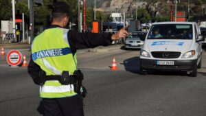 Policía francesa de fronteras.