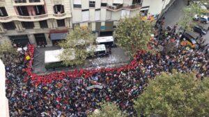 Concentración ante la sede del PP en Barcelona.