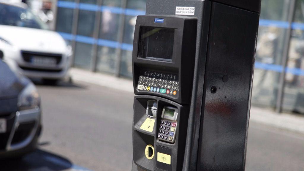 parquimetro aparcamiento coche automovil
