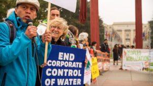 Manifestación por el control público del agua.