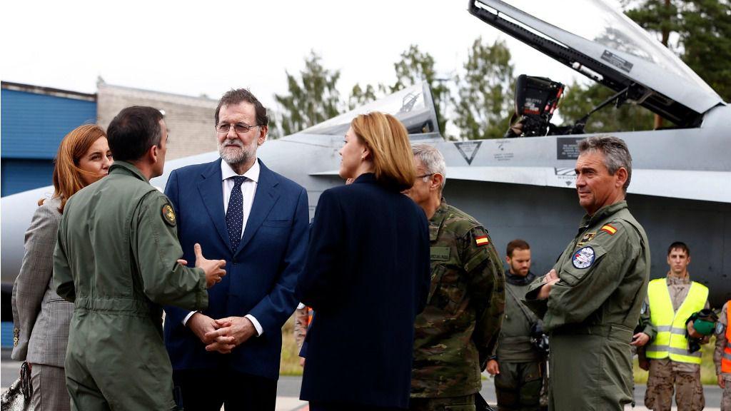 Mariano Rajoy y Maria Dolores de Cospedal ejercito militares