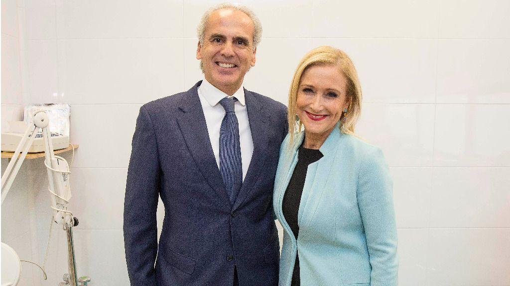 Enrique Ruiz Escudero, consejero de Sanidad, y Cristina Cifuentes