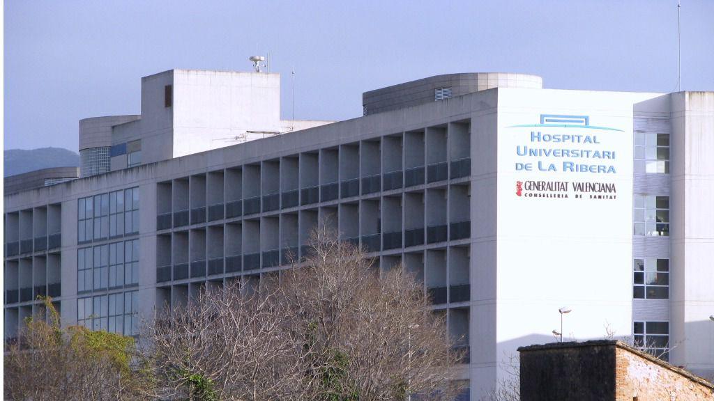 Edificio principal del Hospital Universitario de La Ribera, en Alzira