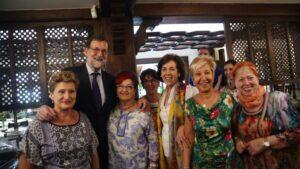 Mariano Rajoy con simpatizantes en Burgos
