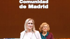 Cristina Cifuentes y Manuela Carmena en Fitur