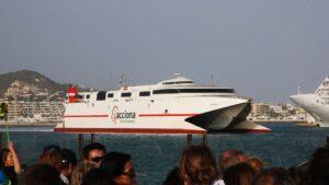 Barco de Acciona