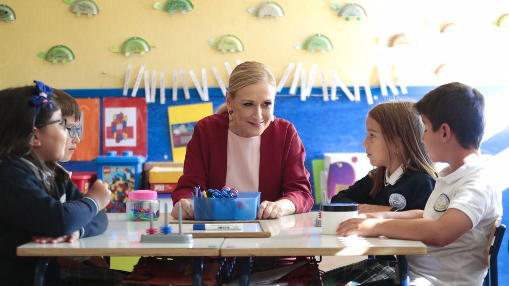 Cristina Cifuentes inaugurando el curso escolar
