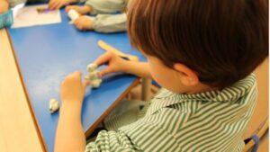 educación nino clase colegio