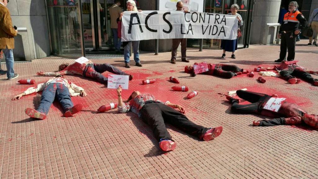 Protesta ante la junta de accionistas de ACS.