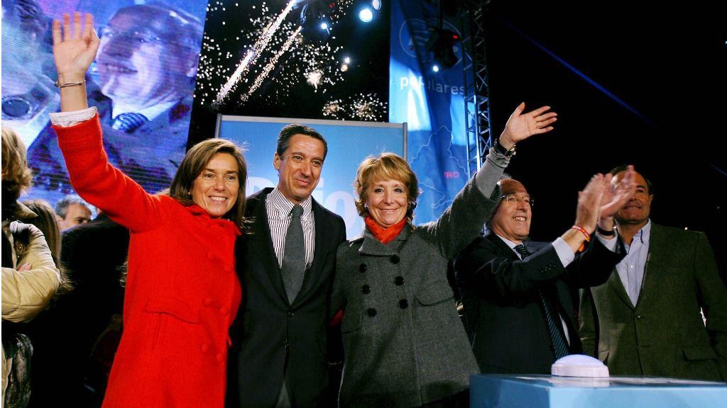 Eduardo Zaplana junto a otros miembros del PP