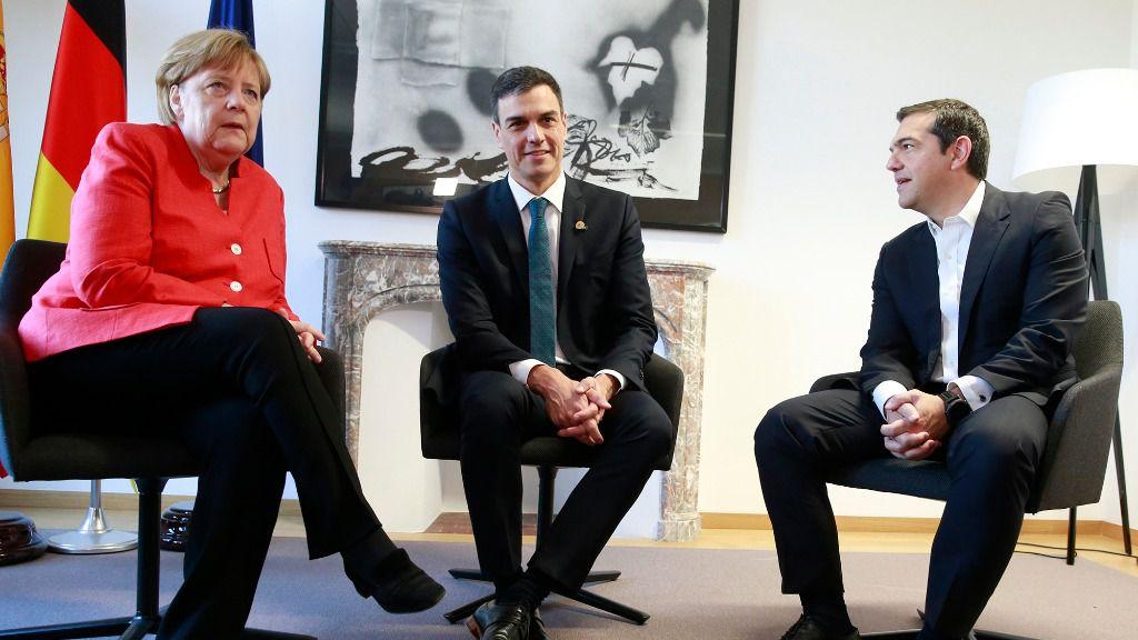 Pedro Sánchez, Angela Merkel y Alexis Tsipras