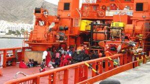 Salvamiento maritimo patera rescate inmigrantes
