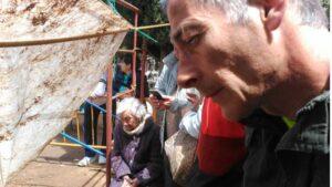 Ascensión Mendieta sigue los trabajos de exhumación.