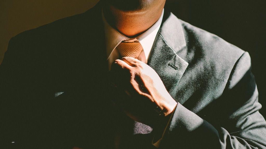 Trabajador traje ejecutivo