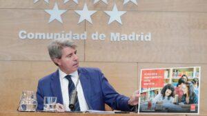 Ángel Garrido presentando la campaña de la Consejería de Educación