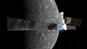 Ilustración de la nave espacial BepiColombo en configuración de crucero, con Mercurio al fondo