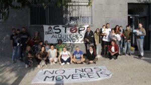 Los inquilinos se movilizan con pancartas y caceroladas contra la subida de las rentas