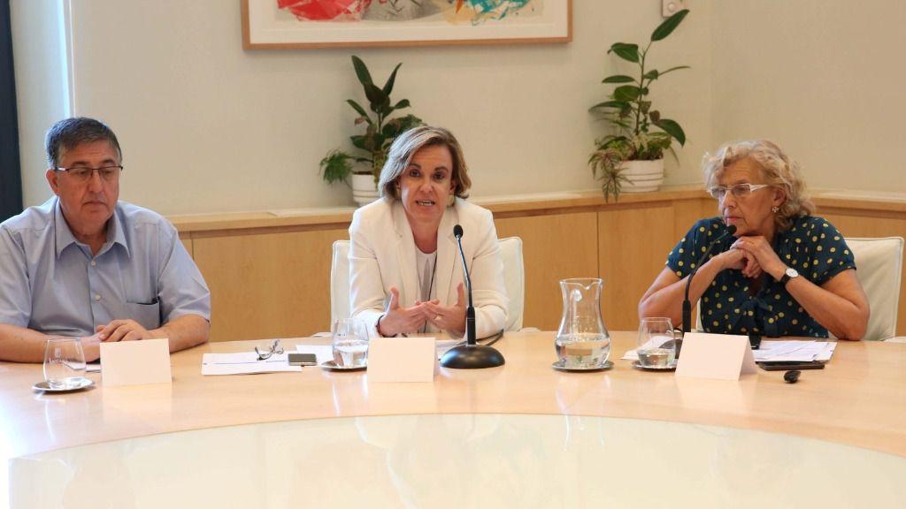 Manuela Carmena, alcaldesa de Madrid con Purificación Causapié