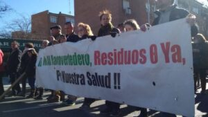 Protestas vecinales por Valdemingómez. (Foto FRAVM)