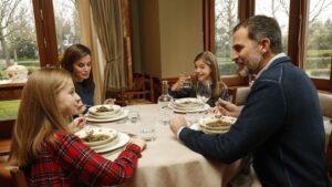 Imagen de un almuerzo de la Familia Real.