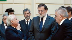Mariano Rajoy en el entierro del Fiscal General del Estado Maza.