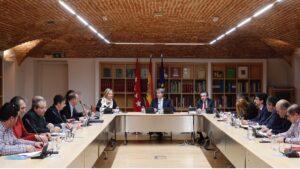 El presidente de la Comunidad de Madrid, Ángel Garrido, en la reunión con las asociaciones de taxis