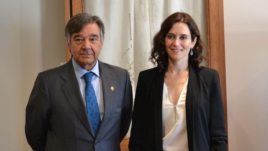 Luis González Díaz, presidente del COFM, junto a Isabel Díaz Ayuso, candidata del PP a la Comunidad de Madrid