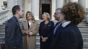 Manuela Carmena, alcaldesa de Madrid con Engracia Hidalgo, consejera de Economía, Empleo y Hacienda de la Comunidad de Madrid