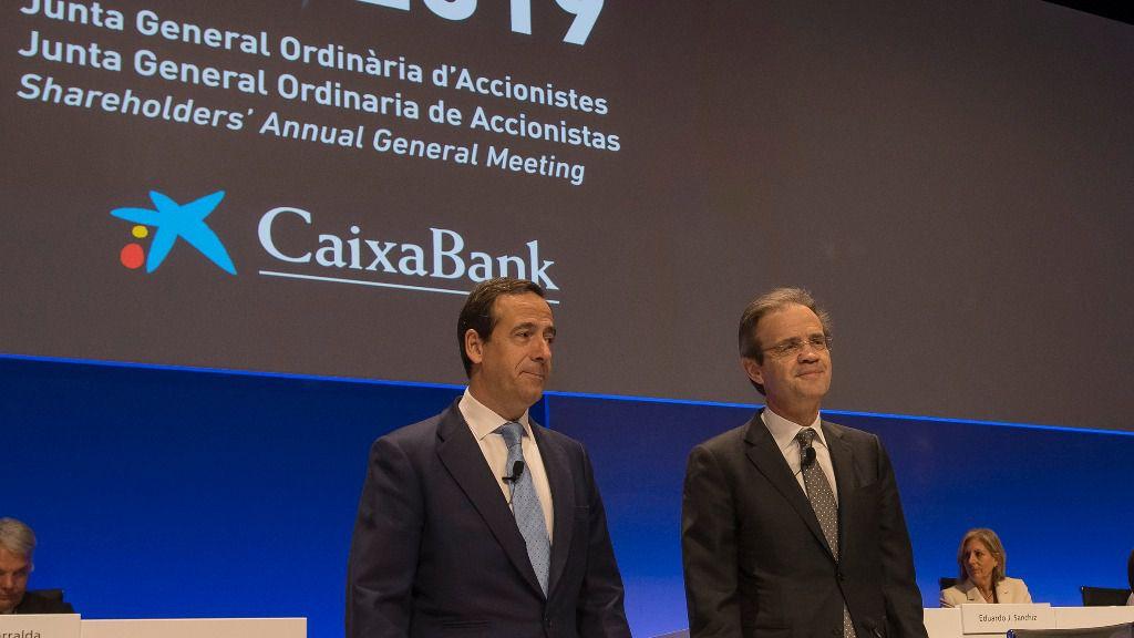 Gonzalo Gortázar, consejero delegado de CaixaBank, y Jordi Gual, presidente, en la Junta General de Accionistas 2019