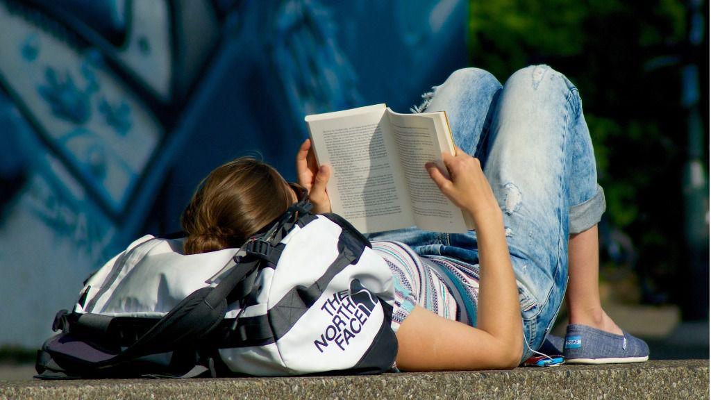 Jóven chica lectura leer estudiante