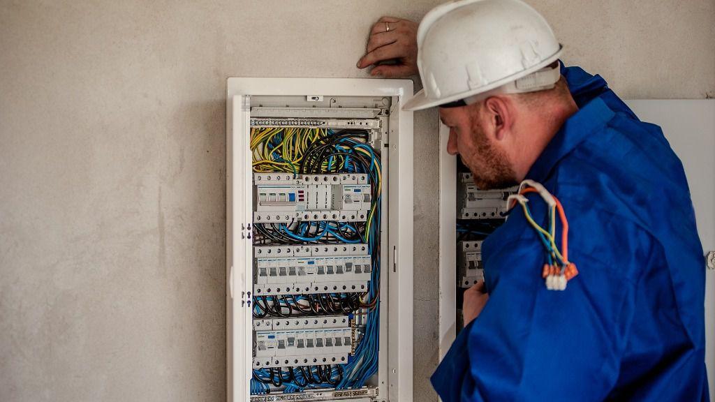 Trabajador luz empleo trabajo paro electricista