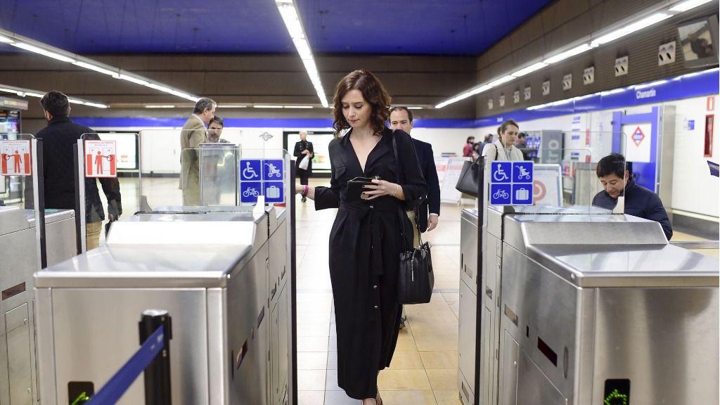 Ayuso en el Metro