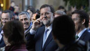 Rajoy hablando por teléfono