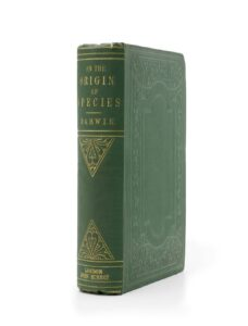 """La fotografía muestra una primera edición de la obra """"Sobre el origen de las especies"""", que el autor y científico Charles Darwin (1809-1882) envió a su colega alemán Robert Caspary (1818-1887)"""