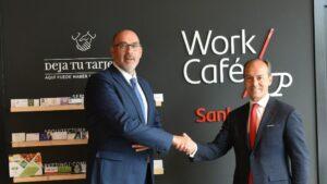 el presidente de Telefónica de España, Emilio Gayo, con el consejero delegado de Santander España, Rami Aboukhair